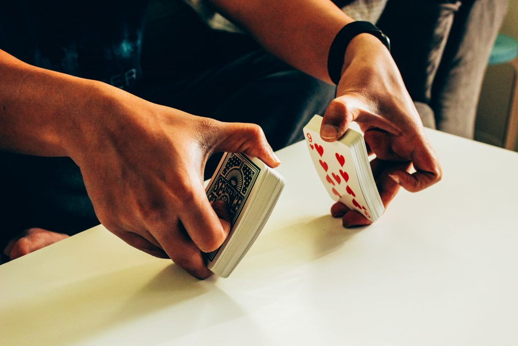 person shuffling cards 4017663